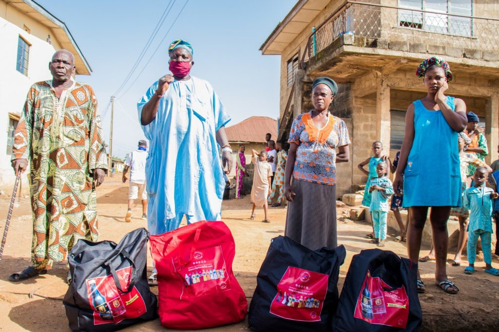 Delivering packages to families in Ososa town 7