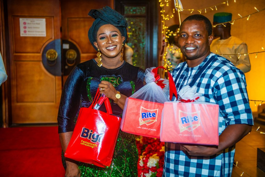 Couple with Rite Love gift #RitePartner #FlavourofLove #FearlessLove